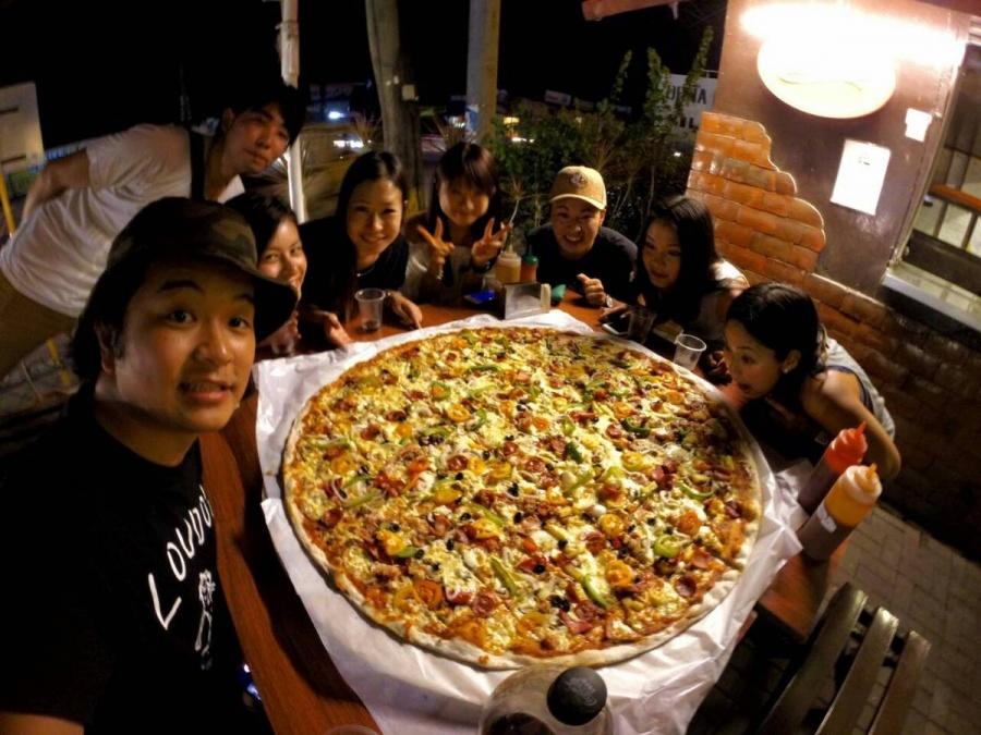 セブで大きいピザ!