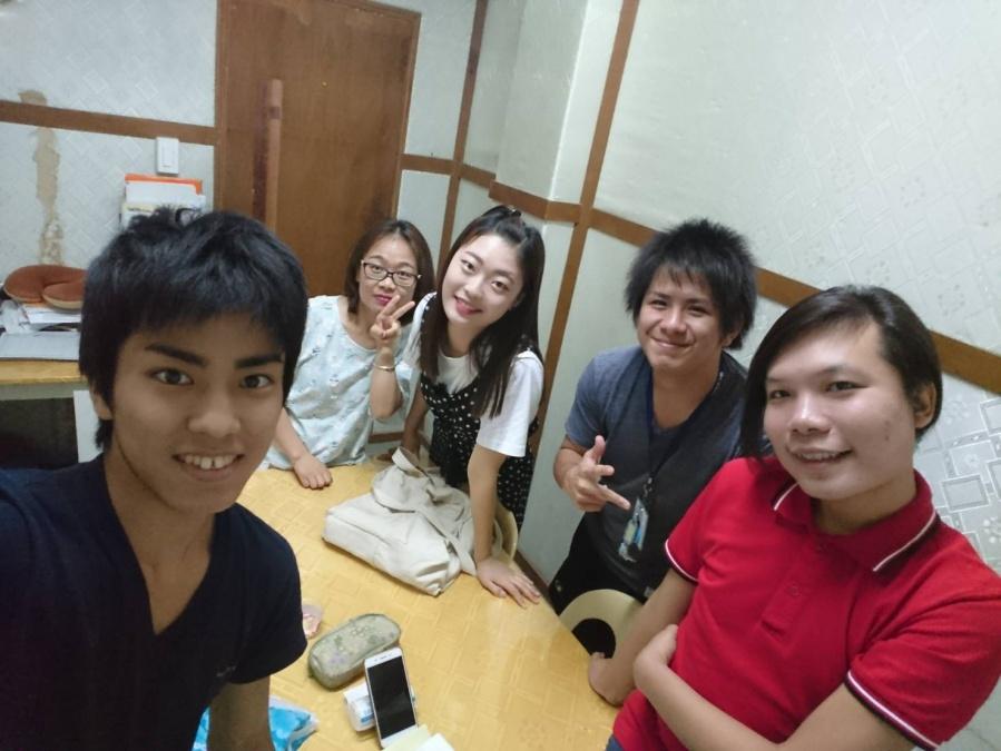これはグループクラスの様子です。最高4人までの少人数クラスなのでグループでもたくさん話せました。